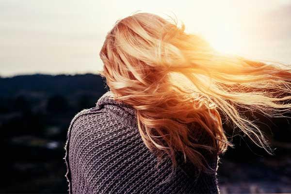 beneficios-de-usar-aceite-de-bebe-cabello