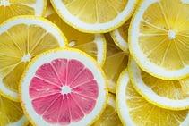 10 Razones por las que es Bueno tomar el Agua de Limon