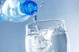 agua-alcalina-beneficios-y-contraindicaciones